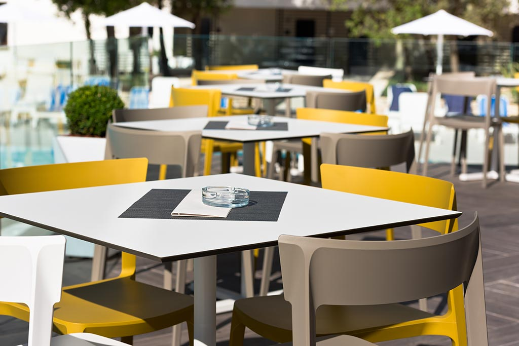 plastic outdoor tables and chairs